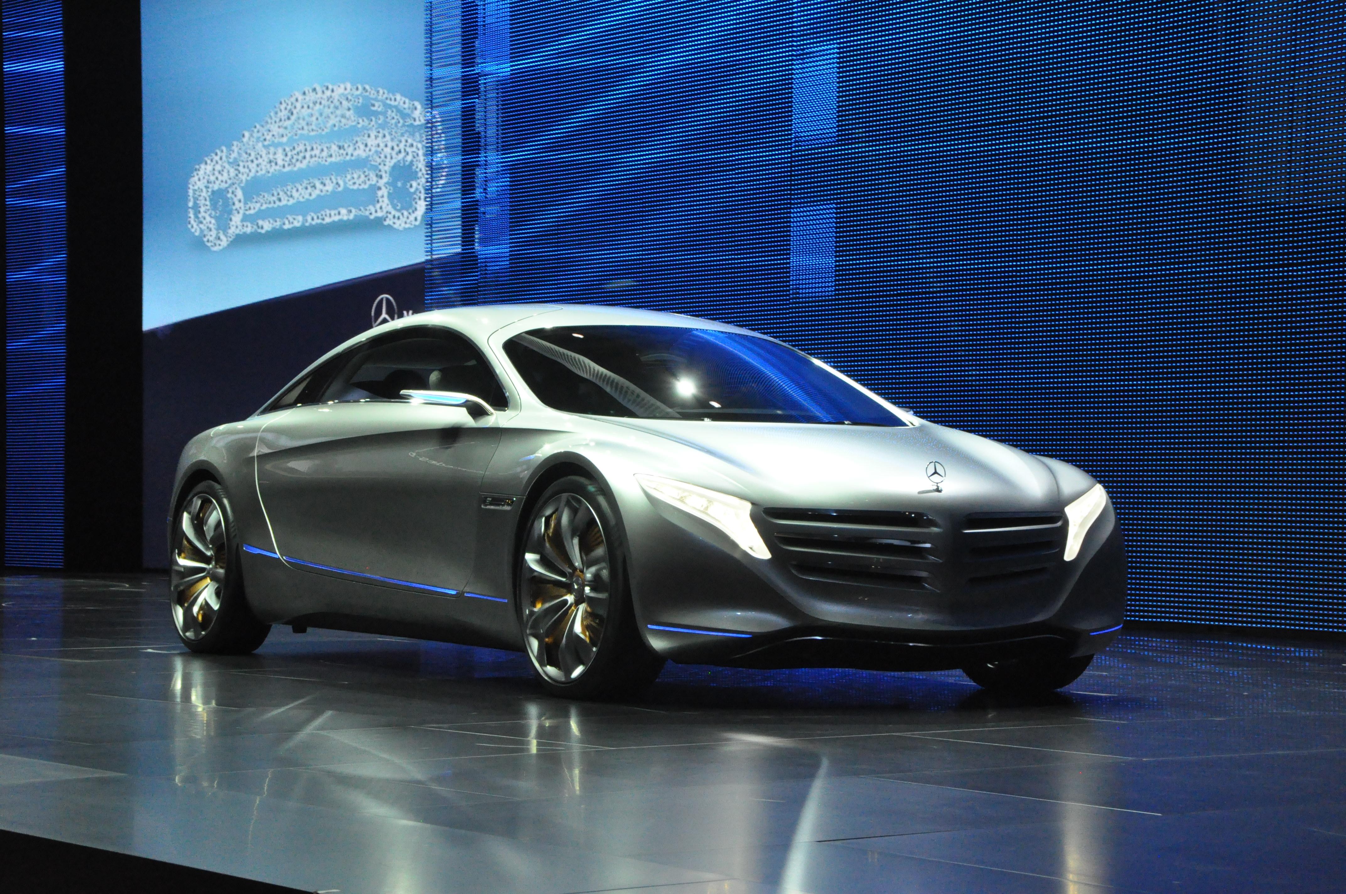 Mercedes benz unveils telematics smartphone apps driver for Mercedes benz assistance