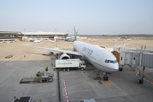 A United Airlines 777 at Newark Liberty