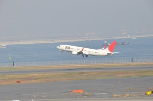 JAL Boeing 737-800 taking off at Haneda