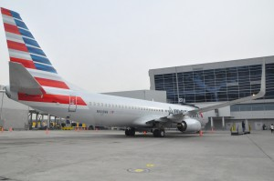 An American 737 at JFK in the airline's new livery