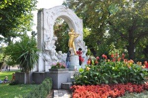 Tourists admire the statute of Strauß in the Stadtpark, where the author played as a child