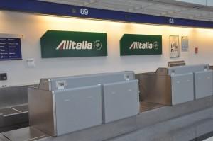 Alitalia check-in counter in Chicago