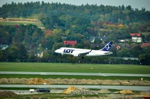 An LOT jet landing in Kraków