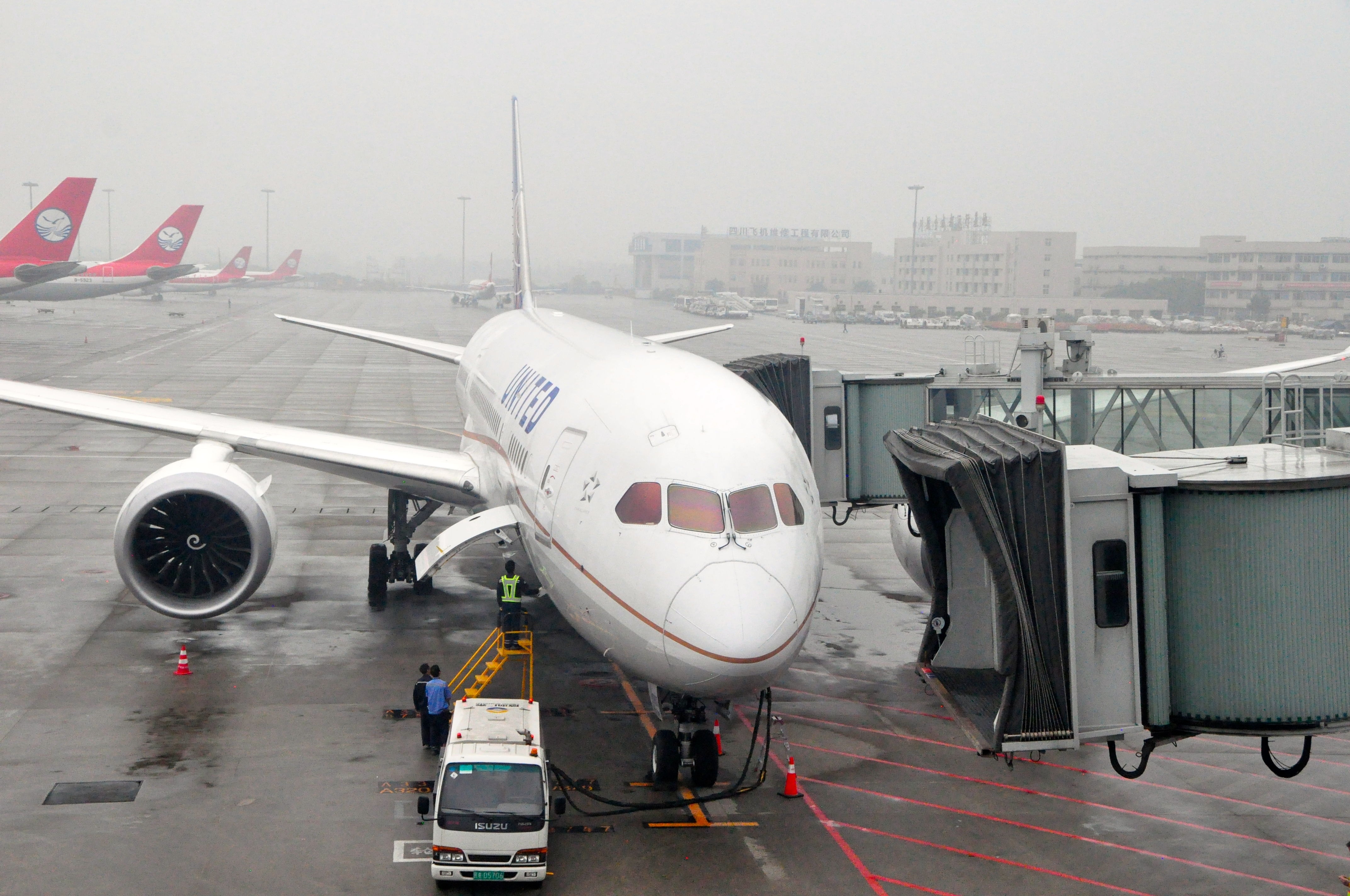 United's Dreamliner at the gate in Chengdu