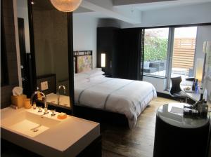 A Hyattt hotel room