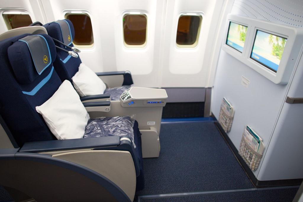 Condor Flugdienst Business Class Flight 1048 Frankfurt