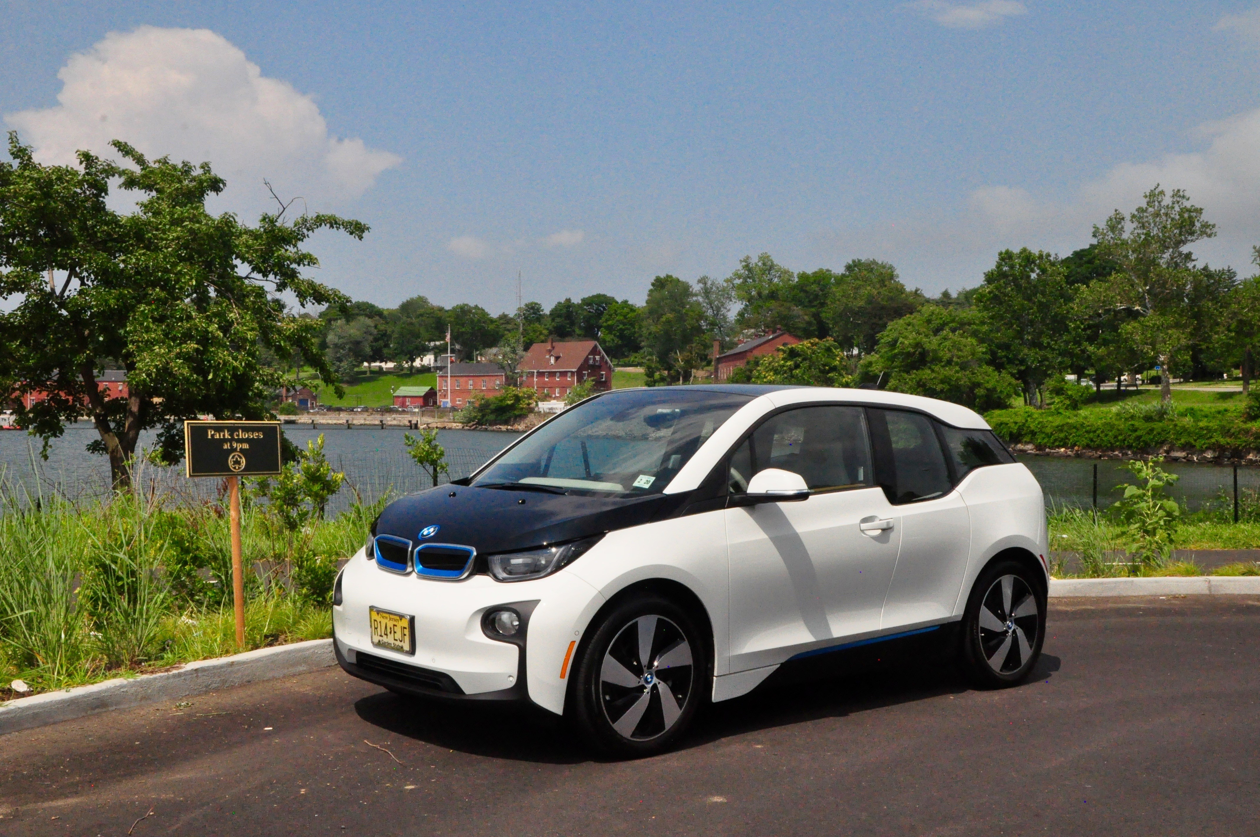 2015 bmw i3 road test and review frequent business. Black Bedroom Furniture Sets. Home Design Ideas