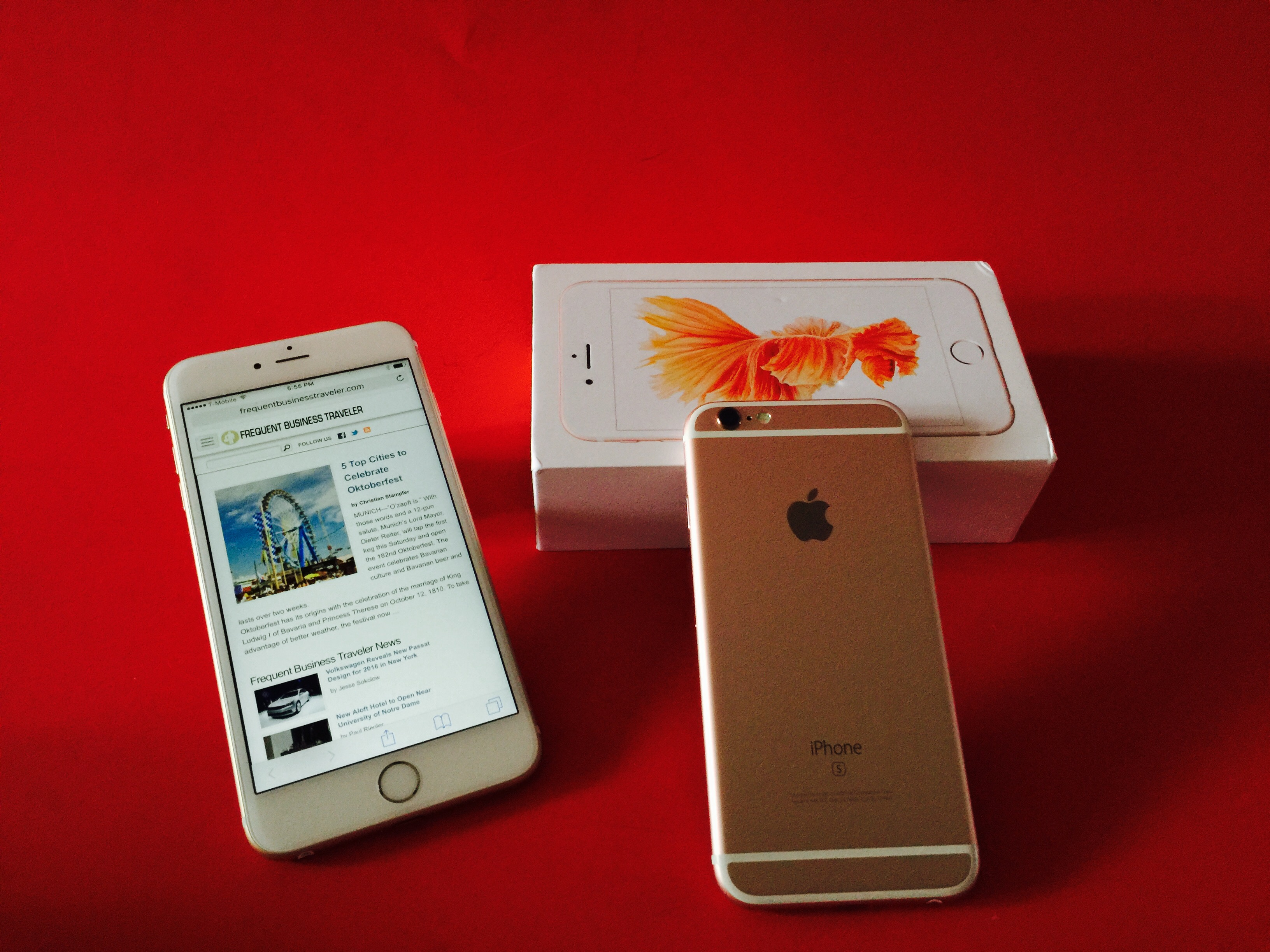 Apple iPhone 6s Plus in gold and 6s in rose gold