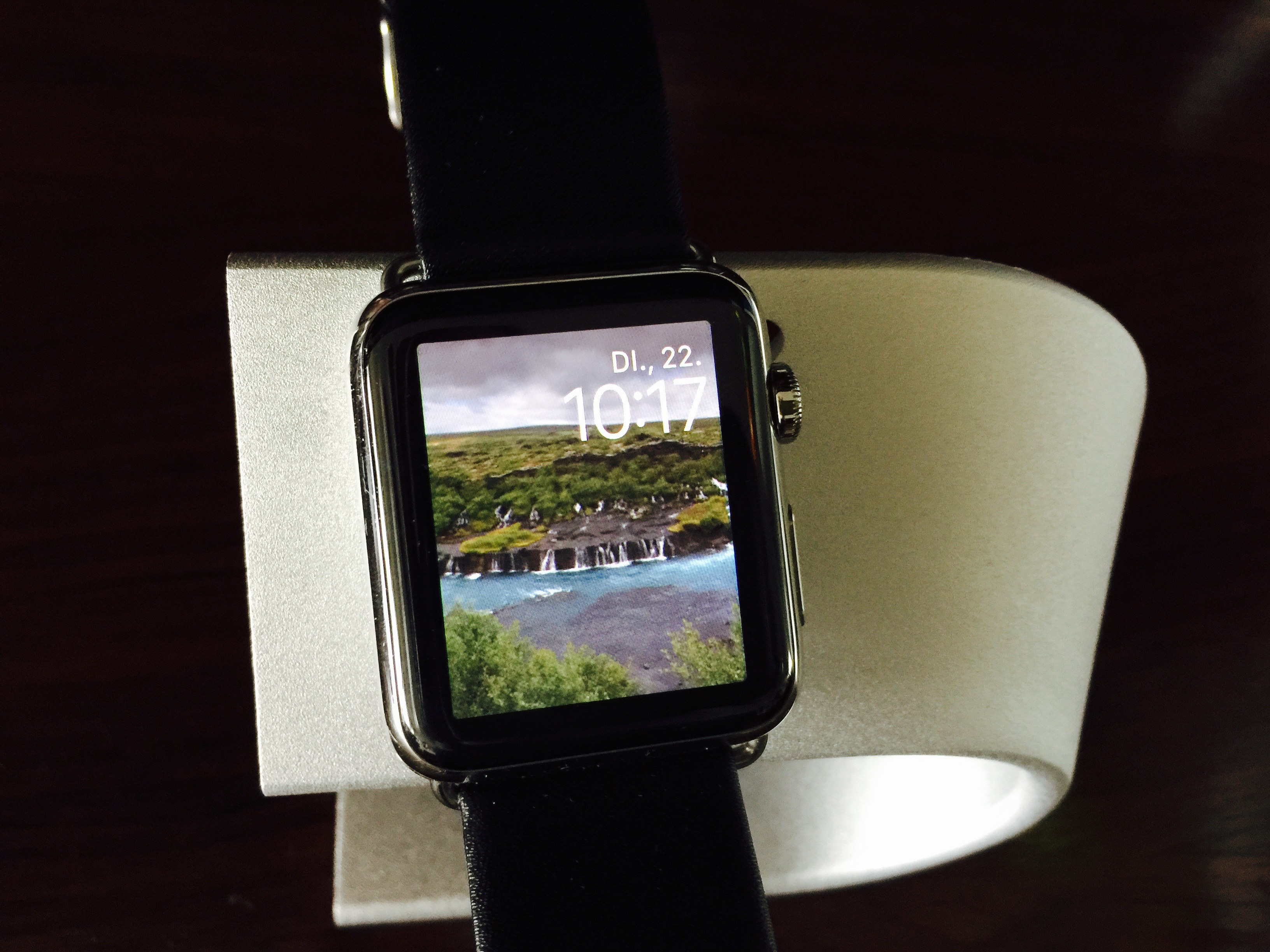 WatchOS 2 face with author's favorite photo of Iceland as background