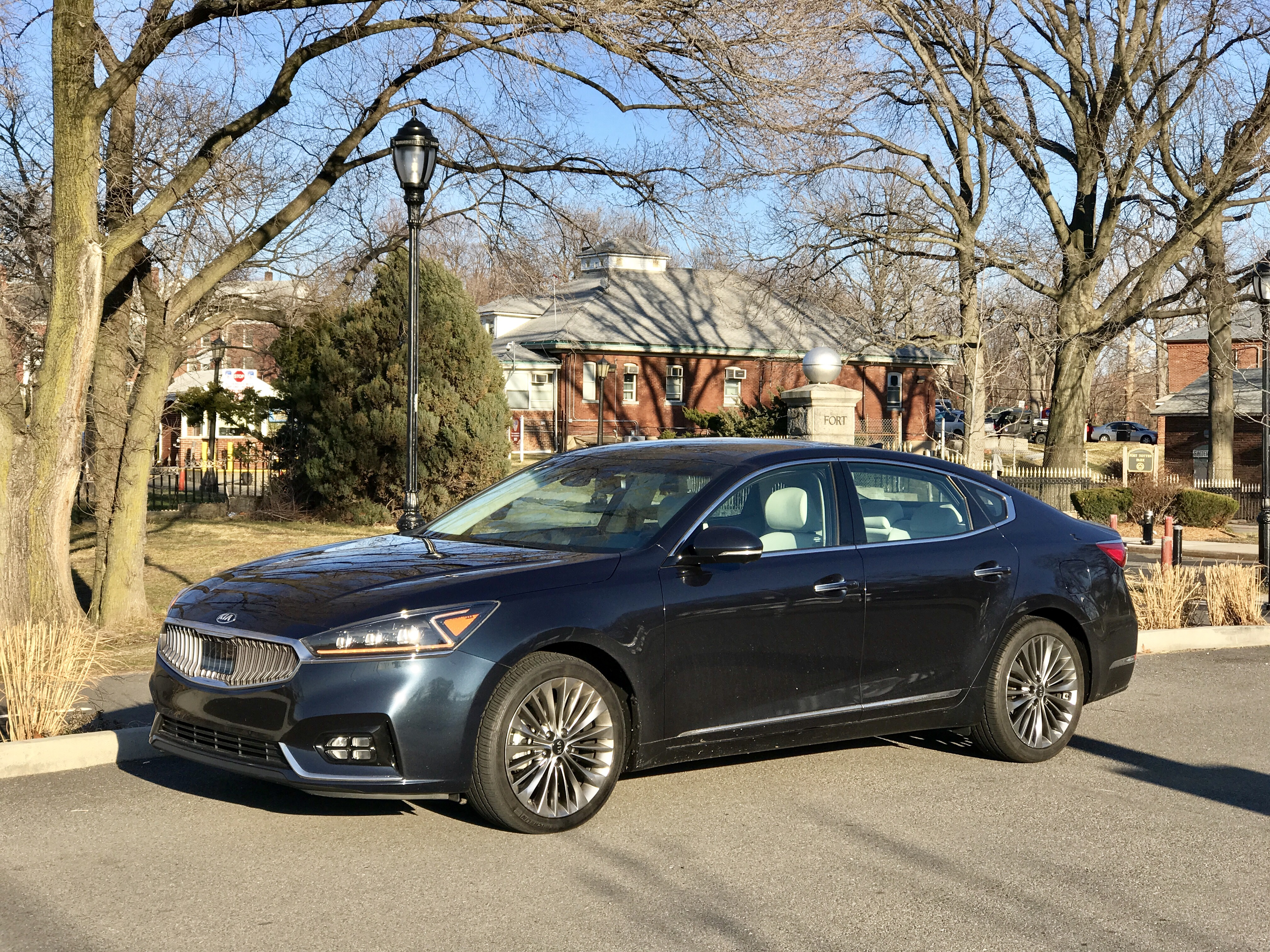 review and test drive 2017 kia cadenza limited frequent business traveler. Black Bedroom Furniture Sets. Home Design Ideas