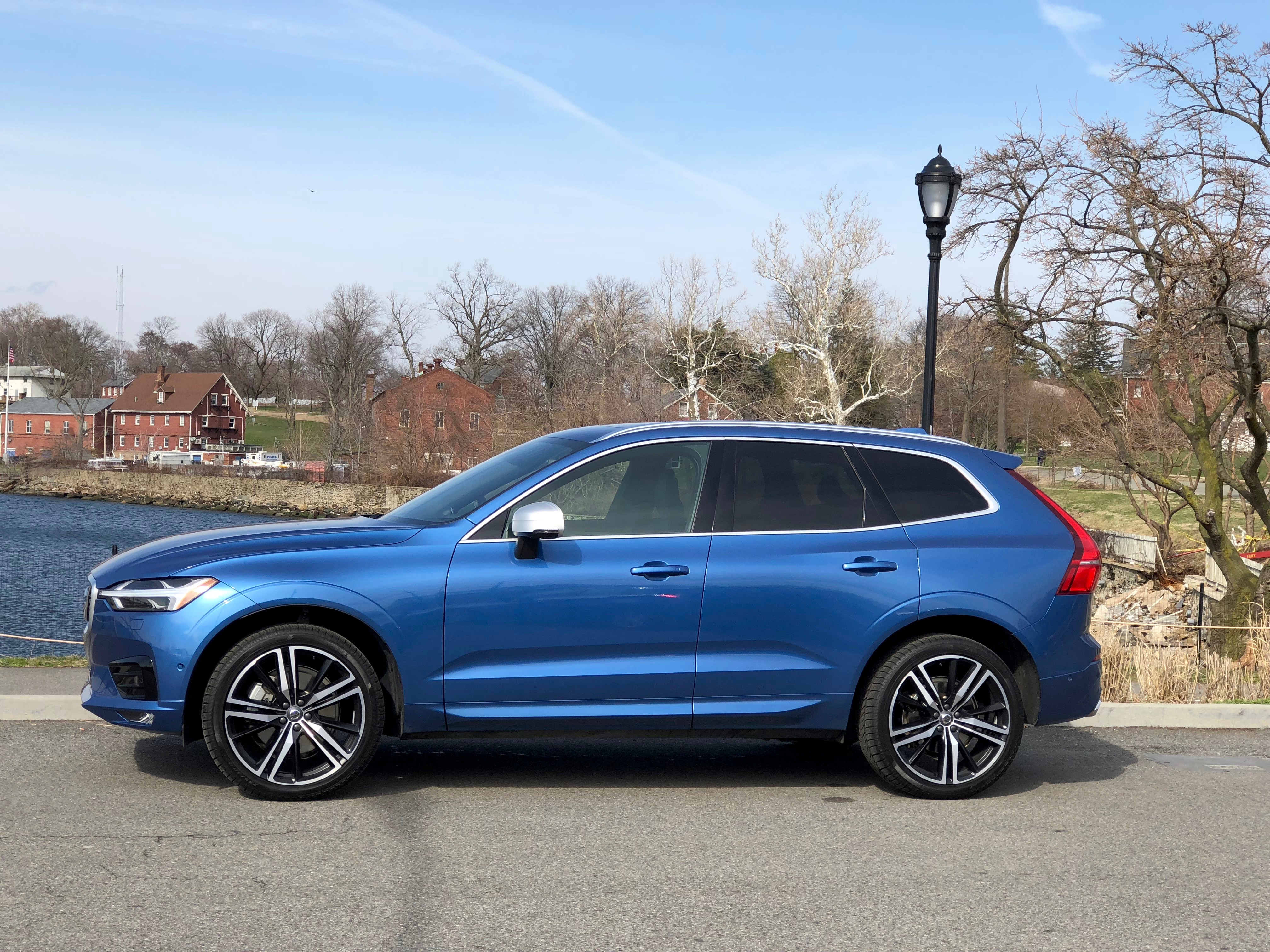 review and test drive 2018 volvo xc60 t8 e awd and t6 r. Black Bedroom Furniture Sets. Home Design Ideas